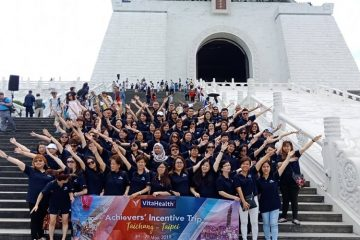 VitaHealth Malaysia Supplement: Achievers' Incentive Trip 2019 Team Photo - Enriching Lives With Our Liver Supplements, Eye Supplements, Joint Care Supplement, Supplement For Men & Women